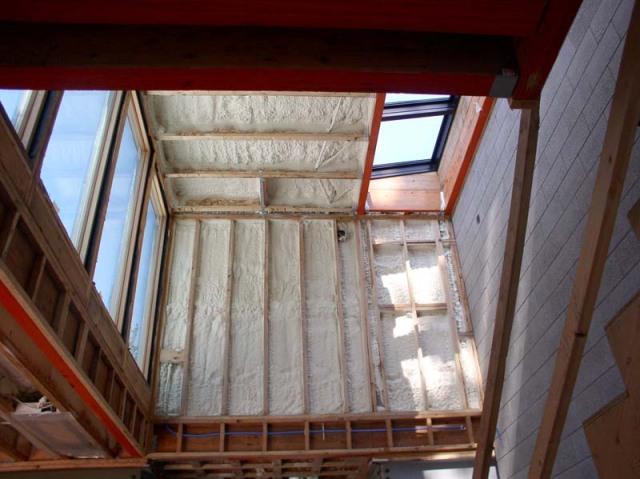 Closed-cell spray foam insulation
